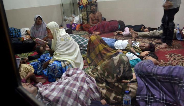 Foto Berita Ribuan Warga Lampung Selatan Mengungsi ke Sekolah