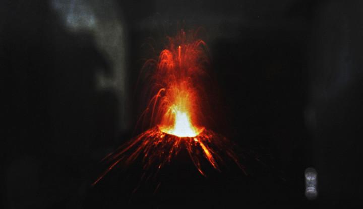 Waspada! Gunung Anak Krakatau Masih Aktif - Warta Ekonomi