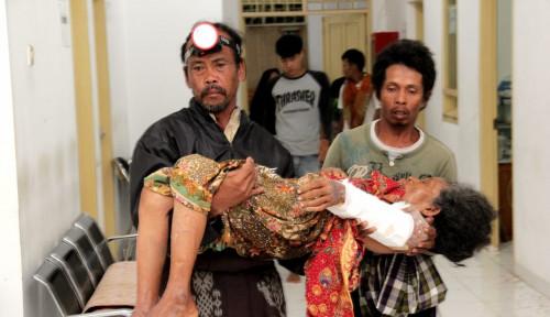 Foto BSMI: Korban Tsunami Butuh Dokter Spesialis