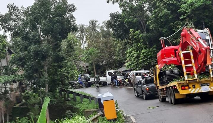 Pindad Kirim Eskavator Bantu Pemulihan Pasca Bencana Tsunami Selat Sunda - Warta Ekonomi