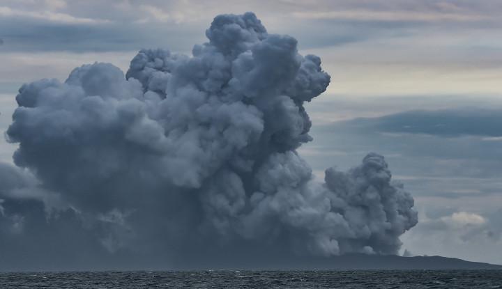 PVBMKG: Anak Krakatau Meletus 82 Kali - Warta Ekonomi