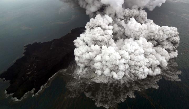 Foto Berita Gunung Anak Krakatau Masih Erupsi, Zona Waspada 500 Meter Masih Diterapkan