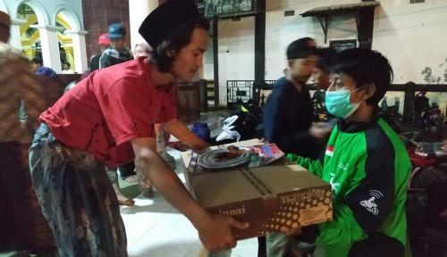 Foto Go-jek Kirimkan 24 Ton Bantuan ke Korban Tsunami Selat Sunda
