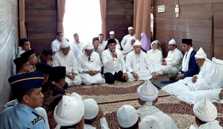 Foto Berita Saat Jokowi Datangi Ponpes Babussalam, Gubernur Edy Harapkan Ini...