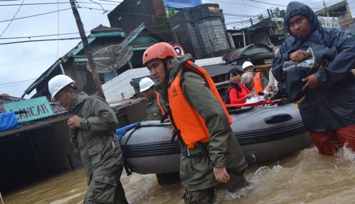Banjir Bandang Terjang Jayapura, 42 Orang Meninggal - Warta Ekonomi