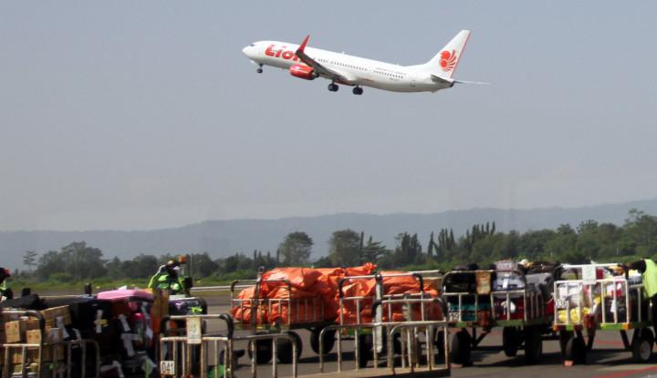 Wah, Bahaya-bahaya! Pesawat Lagi Terbang, Penumpang Lion Air Merokok - Warta Ekonomi