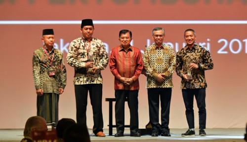 Foto CEO Investree Sabet Penghargaan Tokoh Milenial Keuangan dari OJK