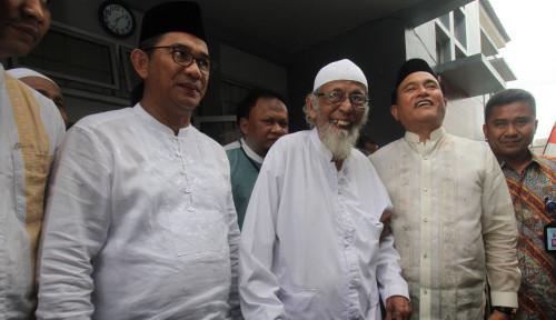 Foto Tak Tega, Jokowi Tak Tega Lihat Ulama Dipenjara Lama-Lama