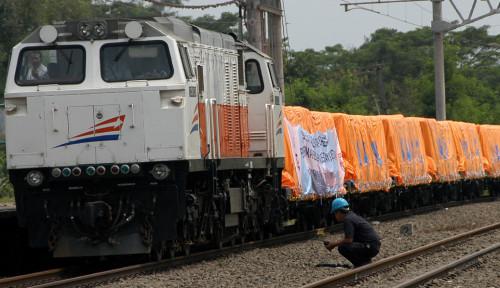 Foto Jumlah Penumpang Naik, KAI Daop 8 Surabaya Targetkan Angkutan Barang 2.695.400 Ton