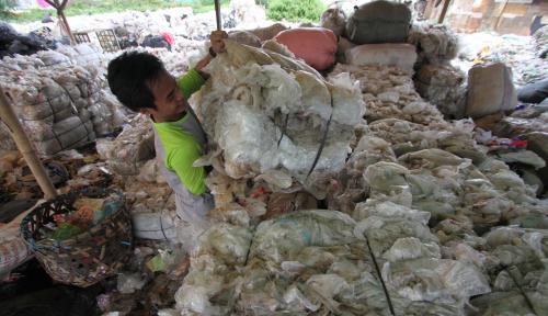 Foto Optimis Prospektif, INOV Siap Tambah Pabrik Pengolahan Sampah Botol Plastik