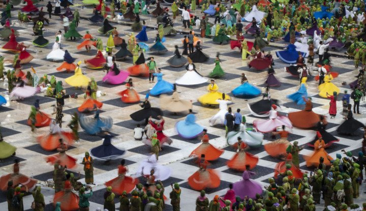 Catatkan Rekor MURI, 999 Penari Sufi Meriahkan Harlah Ke-73 NU di GBK - Warta Ekonomi