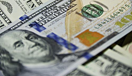 Foto Dolar AS Bertanduk, Rupiah Jadi Tunduk