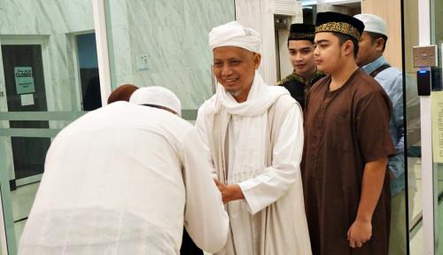 Foto Ribuan Pelayat Hadiri Pemakaman Ustad Arifin Ilham