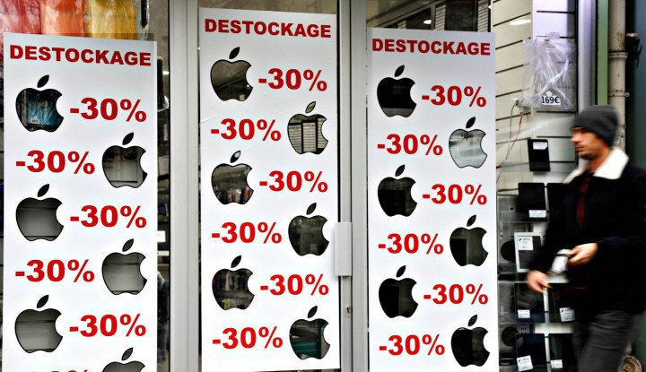 Foto Berita Apple Cuts Some iPhone Prices Outside U.S.