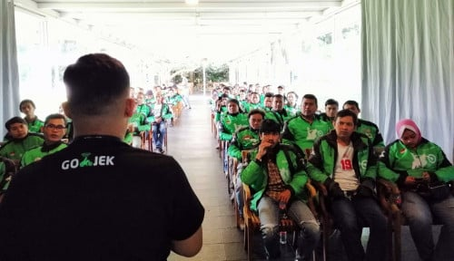 Foto Dukung Kesejahteraan Mitra Driver Bandung, Go-Jek Kasih BBM