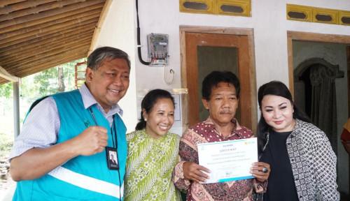 Foto Program Sinergi BUMN Sambung Listrik Gratis Sentuh Masyarakat Jatim