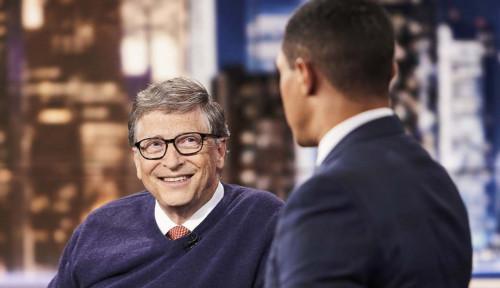 Foto Beda Tipis! Bill Gates dan Bernard Arnault Berlomba Jadi yang Terkaya