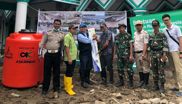 Askrindo Syariah Buatkan Sumur Air Bersih untuk Korban Banjir Sulsel - Warta Ekonomi