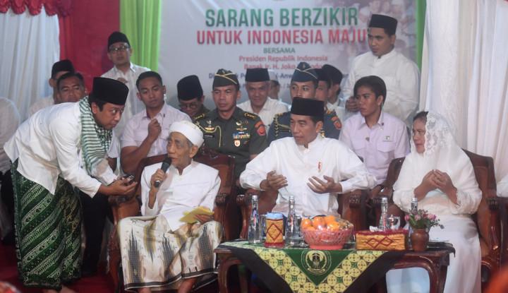 Foto Berita Jokowi Minta Doa Mbah Moen, Kok Kamu Marah?