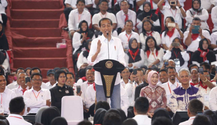 Didepan Juragan Mebel, Jokowi Pamer Hasil Kerjanya... - Warta Ekonomi