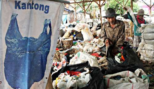 Foto Ditangkap karena Pakai Kantong Plastik, Netizen Beri Dukungan untuk Pedagang Kenya