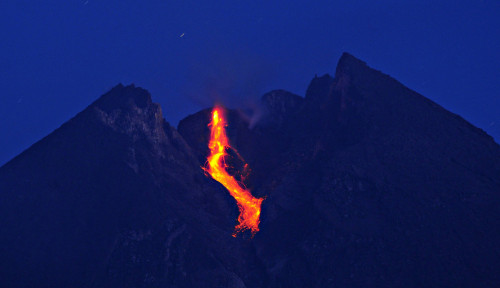 Siaga, Gunung Merapi Muntahkan Guguran Lava Sejauh 3 Km