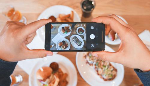 Foto Di Era Digital, Ponsel Bisa Bantu Bisnis Makanan Anda Melejit, Begini Caranya