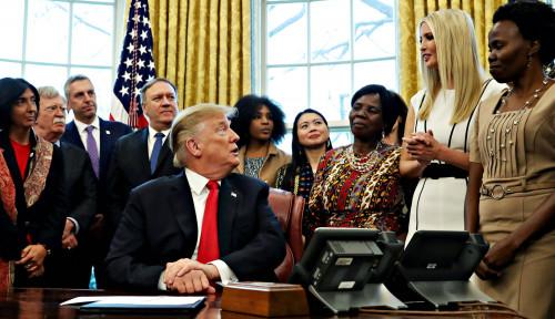 Foto Donald Trump Perintahkan Boeing Max 8 dan Max 9 Dikandangkan