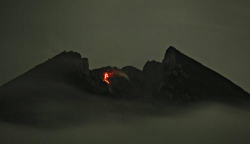 Foto Guguran Awan Panas Muncul di Gunung Merapi