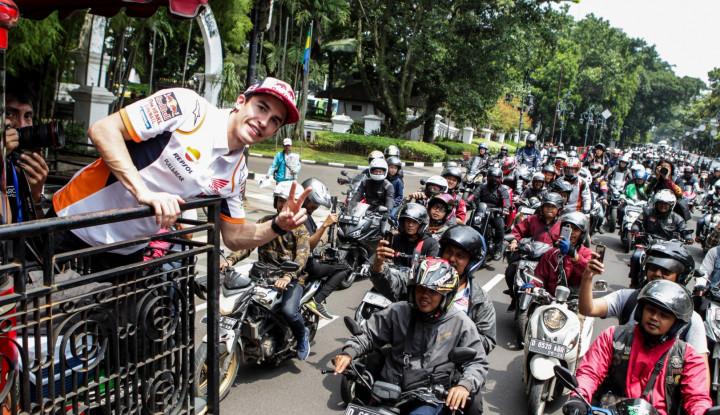 Gemes! Marc Marques Main Angklung di Saung Udjo - Warta Ekonomi