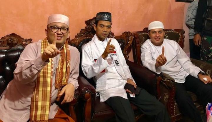 Yah...Pose Satu Jari Ustad Somad Bukan untuk Jokowi - Warta Ekonomi