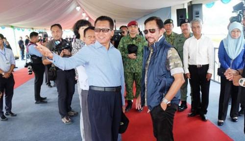 Foto Sultan Brunei Darussalam Puji Varietas Padi dari Indonesia