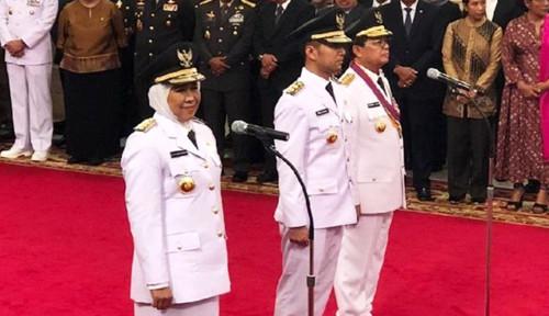 Foto Jadi Gubernur Jatim, Khofifah Ikut-ikutan Syahrini?