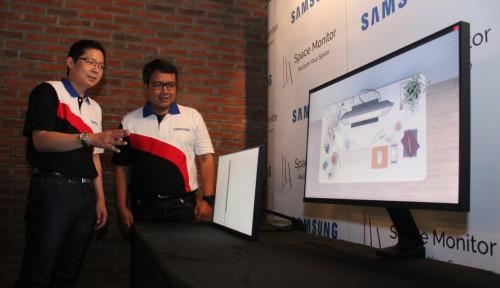 Foto Monitor Samsung Terbaru Hemat Meja Kerja, Kok Bisa?