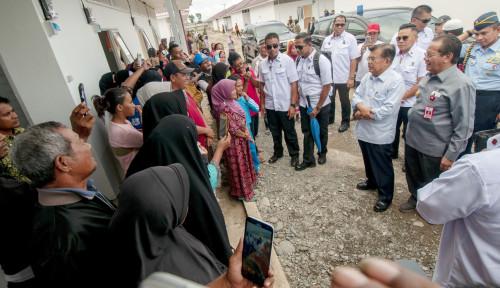 Foto Gubernur 'Curhat': Gaji Kami Kecil