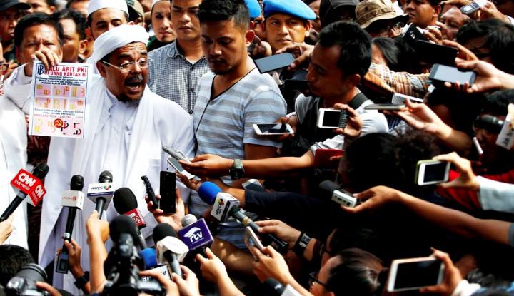 Poster Rizieq Dibakar, Kiyai Maruf dan Pak Prabowo Kok Mingkem?