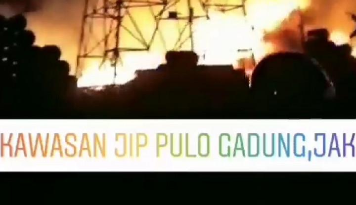 Kawasan Industri Jakarta Timur Terbakar - Warta Ekonomi