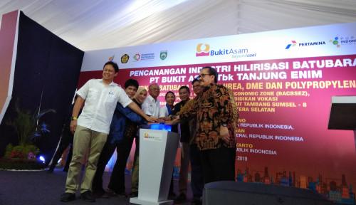 Foto Trio Menteri Jokowi Saksikan Pencanangan Industri Hilirisasi Batubara Bukit Asam