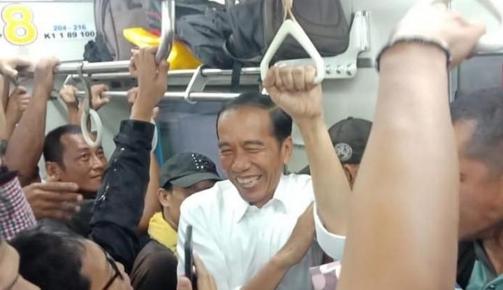 KRL Penuh Sesak, Jokowi Janji Tambah Kereta - Warta Ekonomi