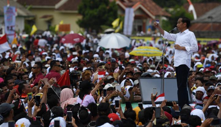 Pamer Kartu Sakti, Jokowi: Nanti Pengangguran Dapat Insentif, Tapi - Warta Ekonomi