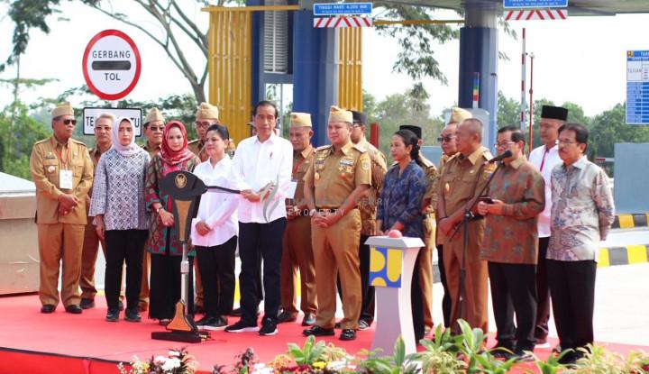 Jokowi Resmikan Terminal Eksekutif Sosoro-Merak dan Anjungan Agung-Bakauheni di Lampung - Warta Ekonomi