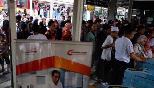 Foto KCI Hentikan KRL Tujuan Bogor