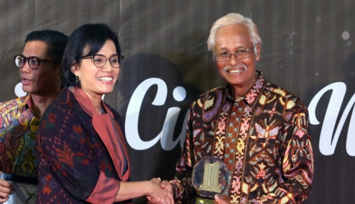 Foto Nyetor Pajak Rp27,4 Triliun, PLN Sabet Penghargaan Wajib Pajak Besar 2019