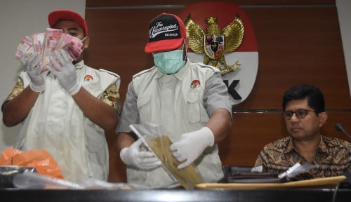 Foto KPK Kembali Tangkap Rachmat Yasin