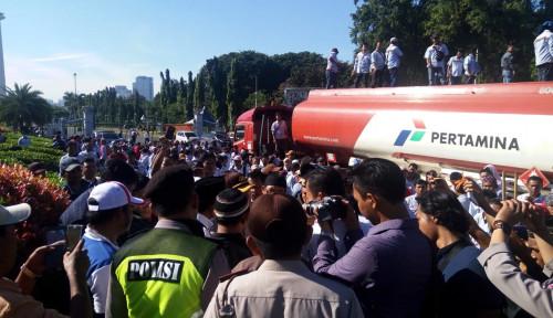 Foto DPR Desak Polisi Tuntaskan Aksi Kriminal Pembajakan Truk Pertamina