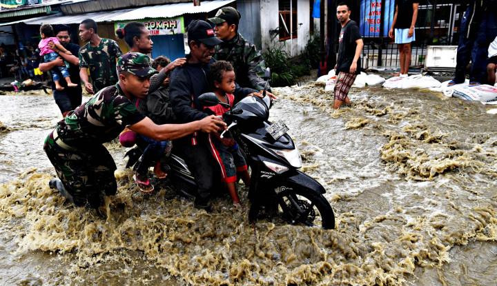 Hujan Deras Kendari Dilanda Banjir - Warta Ekonomi