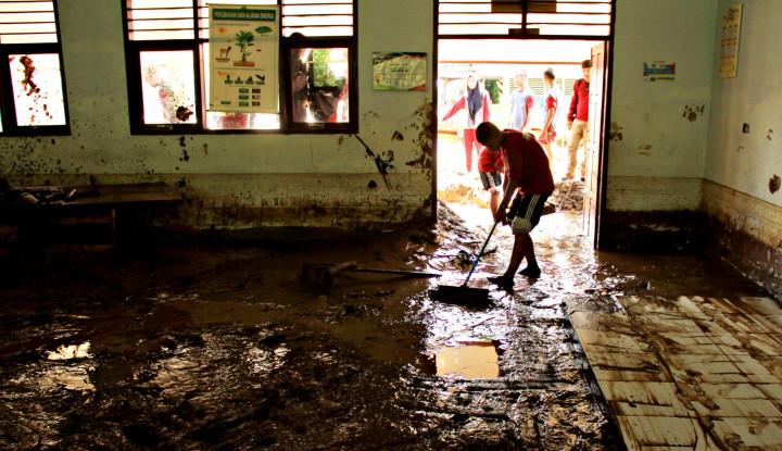 Korban Banjir Bandang Mamuju Desak Pemerintah Bantu Bangkitan Kembali Kabupatennya - Warta Ekonomi
