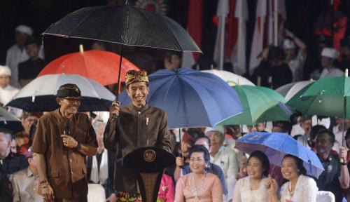Foto Disela Saat Pidato, Respon Jokowi Tak Terduga