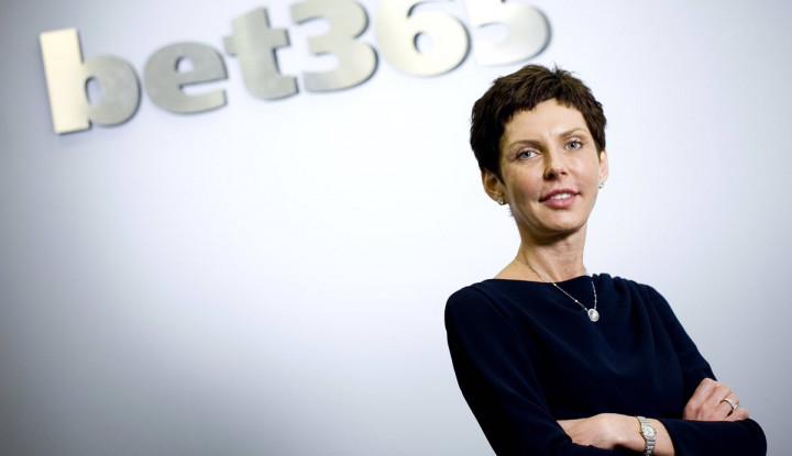 Foto Berita Jabat Bos Judi Online, Wanita Ini Jadi CEO dengan Bayaran Tertinggi