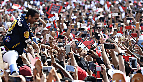 Foto Jokowi Janji Segera Bahas Revisi PP Terkait Pengupahan